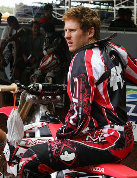 O inglês Adam Chatfield, estrela do Brasileiro de Motocross