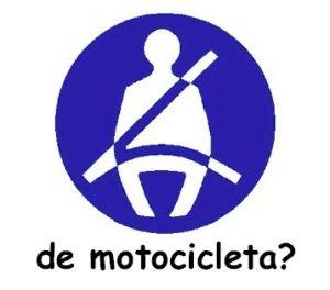 Motociclista multado por falta do uso do cinto