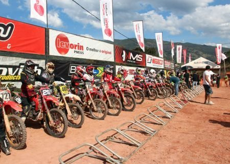 Muito motocross em Senador Amaral (MG)