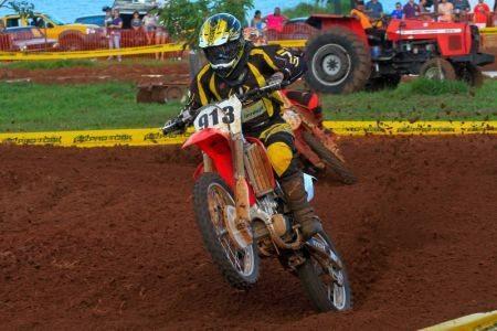 Extenso programa de motocross em Buritama (SP)