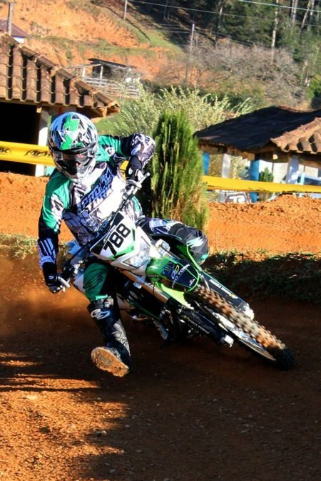 Paulo Stédile lídera a categoria XC1 no Cross-Country