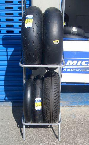 Cada pneu desses custa entre R$ 1.000 e R$ 1.500
