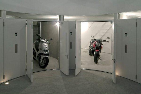 Neste prédio, só mora quem tem moto