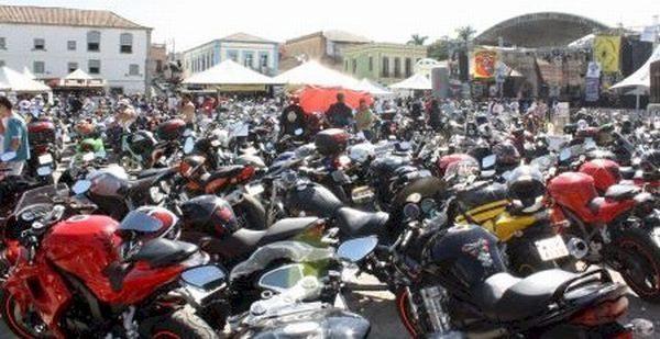 """Um """"mar"""" de motos de todos as origens - Foto: Everson/Moto Tour"""