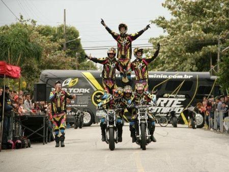 Show de habilidade sobre duas rodas em Buritama (SP)