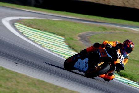 Cristiano Vieira chega aos 265 km/h com sua R1 em Interlagos
