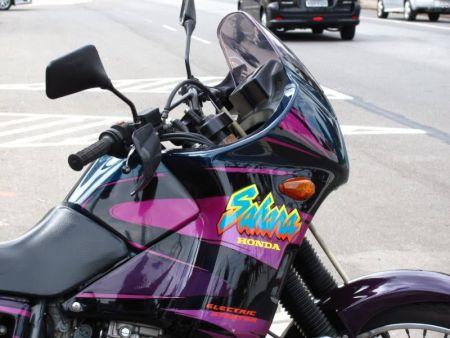 Uma motocicleta muito moderna para a sua época