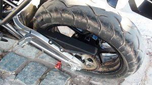 A moto foi testada em todos os pisos, menos na lama e comportou-se acima do esperado