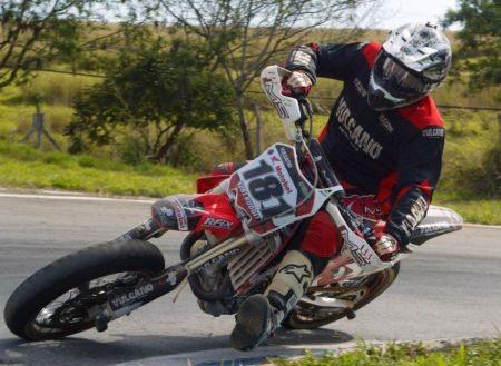 Kurt Rudolf, vantagem apertada na Supermoto SM1