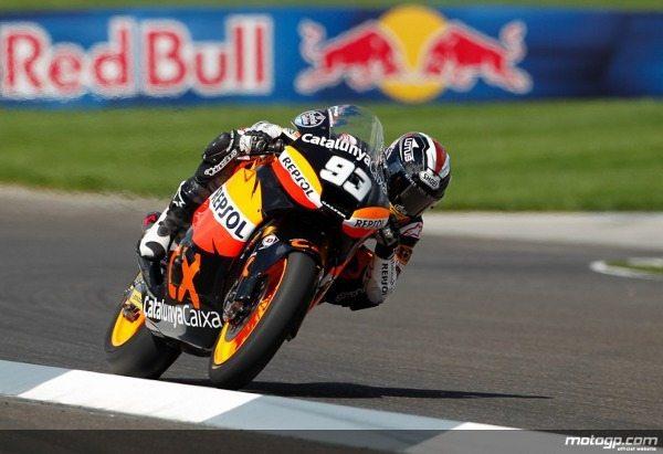 Marc Márquez, do Team CatalunyaCaixa Repsol, dominou rumo à vitória na corrida de Moto2™ do Red Bull Grande Prémio de Indianápolis, à frente de Pol Espargaró e Julián Simón, dilatando um pouco mais a vantagem na frente do Campeonato.