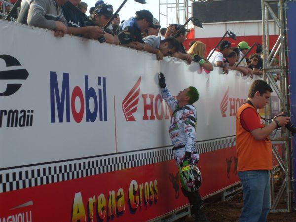 Seu carisma conquistou o público no Arenacross em Curitiba (PR)