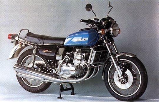 A última da série, fabricada em 1977, com pequenas diferenças no grafismo da tampa lateral e para-lama dianteiro