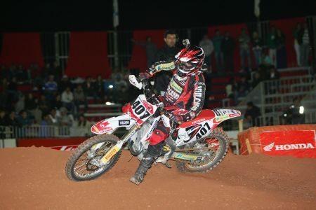 O inglês Adam Chatfield foi o grande vencedor da noite na MX Pró