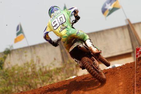 Gustavo Henn volta às competições após lesão na virilha