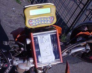 Aparelhos modernos de navegação facilitam o trabalho dos pilotos, com GPS e alarme sonoro se estiver atrasado