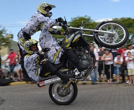 Manobras radicais da Arte & Domínio Moto Show