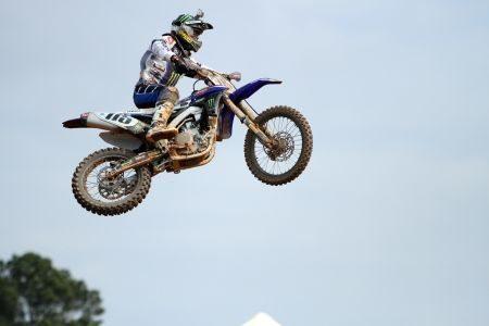 Mesmo com a mão direita lesionada, Campano busca o título brasileiro de motocross