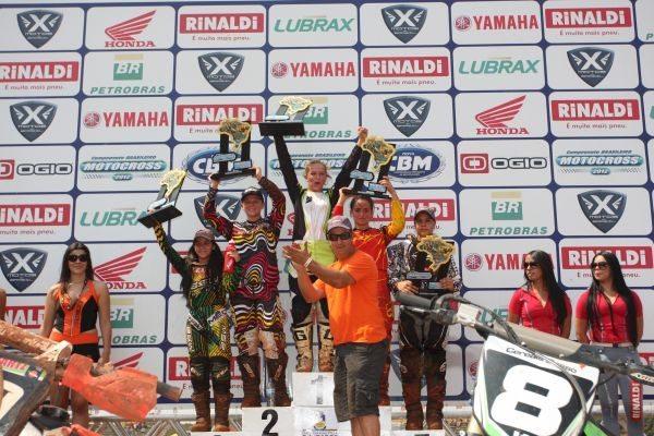 Maiara Basso no ponto mais alto do pódio em Dourados (MS)