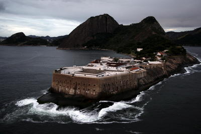 A histórica Fortaleza de Santa Cruz é uma ótima opção para passeio de moto em Niterói. Foto de Custódio Coimbra