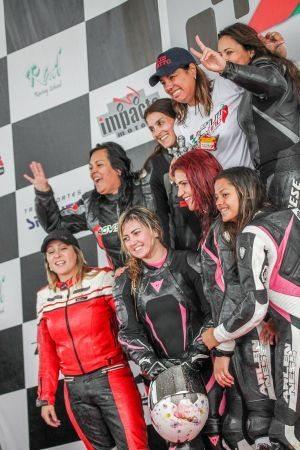 Pilotas das categorias 600 e 1000cc no Gaúcho de Motovelocidade