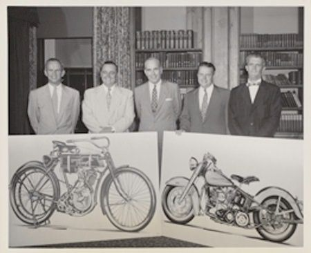 50 anos da H&D - da esquerda para a direita: John Harley, Walter C. Davidson, William H. Davidson, Gordon Davidson e William J. Harley