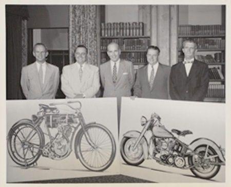 50 anos da H&D - da esquerda para a direita: John Harley, Walter C. Davidson, William H. Davidson, Gordon Davidson e William J. Harley