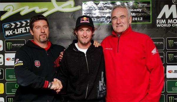 Max Nagl, ao centro, recente contratação do time oficial da Honda de MX