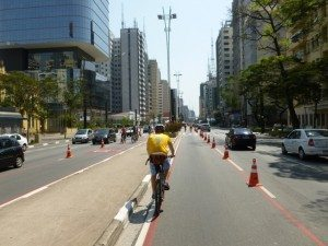 """Ciclo Faixa de Lazer na avenida Paulista, em São Paulo: ciclistas """"domingueiros"""""""