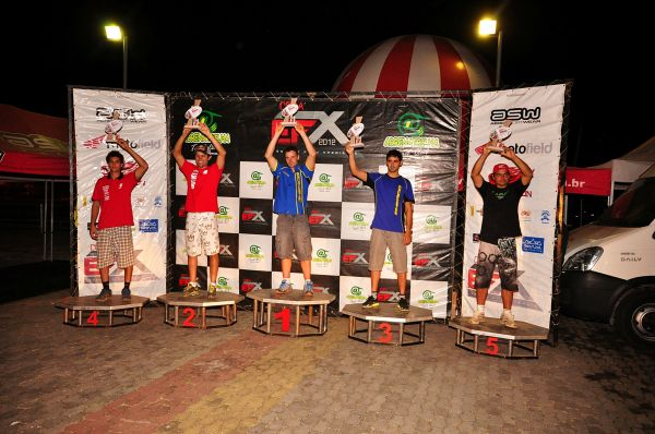 Pódio da categoria Elite na Final da Copa EFX Pacato de Enduro. Por classificação: 1. Fabien Planet, 2. Felipe Zanol, 3. Jordan Curvalle, 4. Rômulo Bottrel, 5. Nielsen Bueno