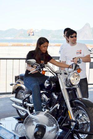"""Jump Start: com a moto presa firmemente, até pessoas leigas em motocicletas podem """"pilotá-las"""""""