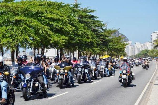 Desfile pelas ruas do Rio de Janeiro no domingo pela manhã; espera-se mais de mil motocicletas