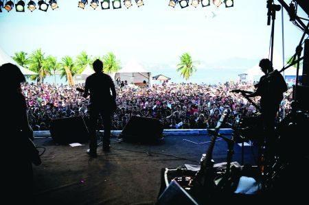 Muita música de bandas famosas e convidadas para a batalha de bandas