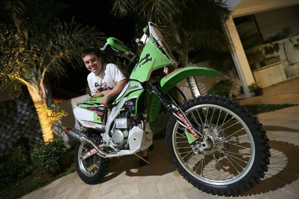 Ramon Sacilotti e sua Kawasaki KXF 450, prontos para o Rally Baja