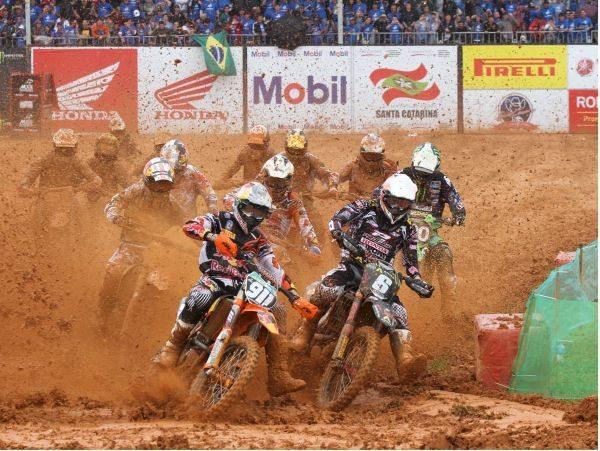 Flagrante do GP Brasil de Motocross 2012, em Penha (SC)