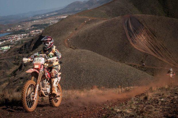 """A foto de Gustavo Epifânio mostra bem o clima do 30º Enduro da Independência. Esta trilha bem que poderia chamar-se """"sobre as nuvens""""!"""