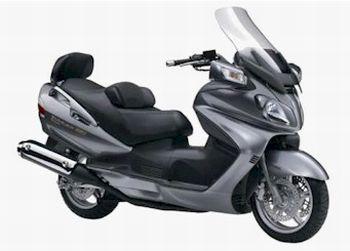"""Suzuki Burgman 650 - Bicilíndrico, injeção, rodas 15""""(D) e 14""""(T)"""