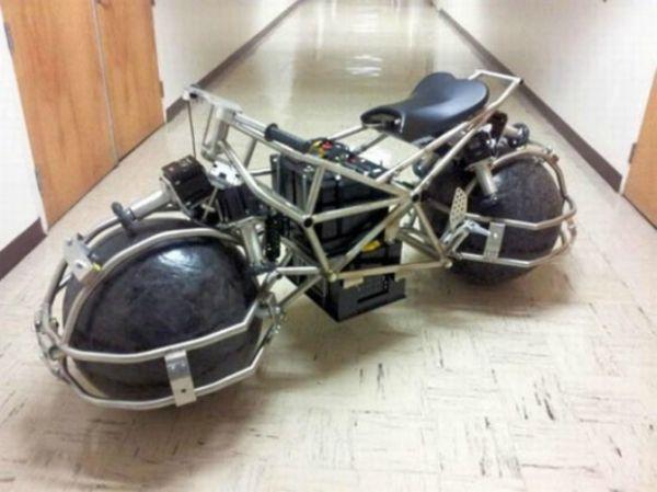 A moto já ganhou um protótipo, que não funciona