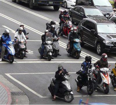 Taiwan: estímulo ao uso, privilégios no trânsito, para estacionar e regras rígidas de segurança