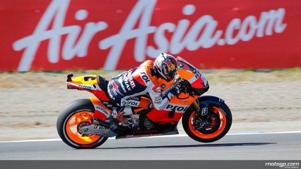 Numa muito animada corrida de MotoGP™ no AirAsia Grande Prémio do Japão, em Motegi, foi Dani Pedrosa, da Repsol Honda Team, quem levou a melhor e reduziu a diferença no Campeonato ainda mais depois de bater Jorge Lorenzo e Álvaro Bautista.