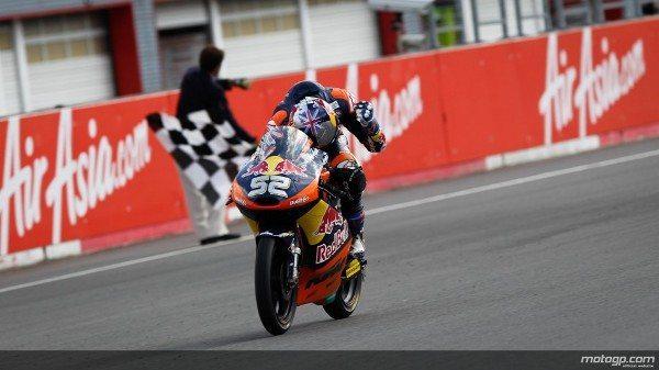 No AirAsia Grande Prémio do Japão foi o piloto da Red Bull KTM Ajo Danny Kent que saiu vencedor na dramática corrida de Moto3™, à frente de Maverick Viñales e Alessandro Tonucci.