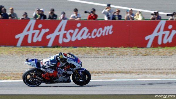 Jorge Lorenzo, da Yamaha Factory Racing, deixou para o último minuto da tarde o sensacional ataque à pole position para o Grande Prémio do Japão de amanhã no Twin Ring Motegi.