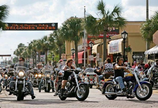 Festa motociclística na cidade americana templo sagrado dos esportes a motor