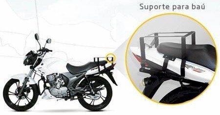 O modelo já sai de fábrica adequado à Resolução 356/10 do Contran para motofrete: protetor para pernas, suporte para baú e antena protetora
