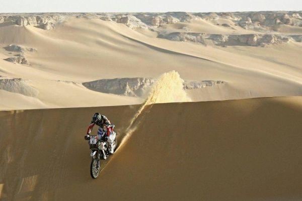 Não se sabe o que esperar após cada uma das centenas de dunas do percurso