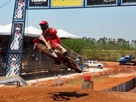 Everaldo Filho assume a liderança das categorias MX FL e MX2 no Goiano de Motocross