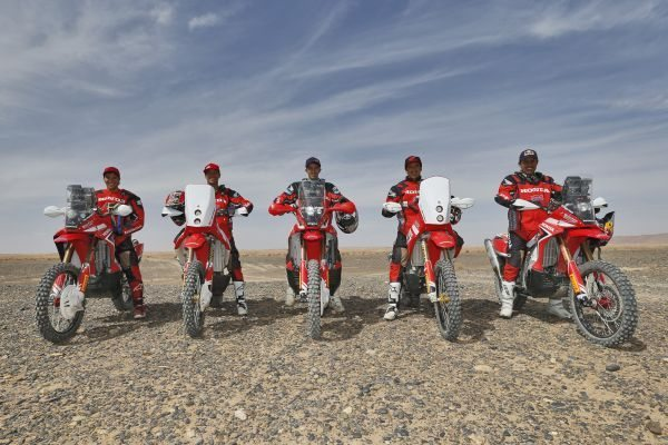 Zanol (à direita) e os companheiros do Team HRC no Rally do Marrocos