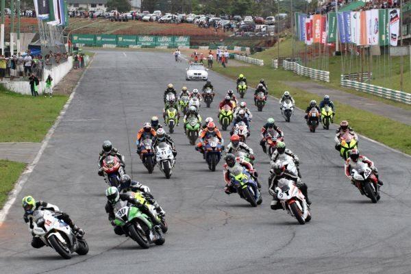 Grid da categoria GP Light em Brasília, com Lucas Barros pela primeira vez na pole