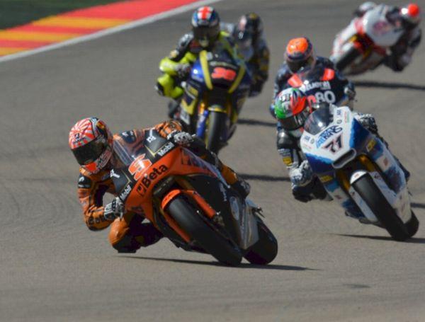 Mais experiente, Johann Zarco (5) usa moto com chassi modelo 2013
