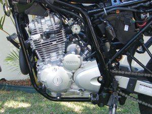 Motor da Yamaha também não conta comproteção por baixo - Mais econômico do que o da XRE