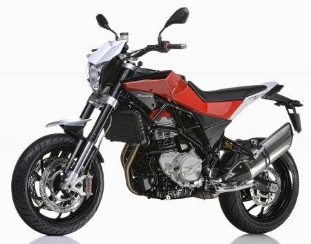 Nuda 900R: freios e suspensões mais sofisticados, além do detalhe da cor vermelha na lateral